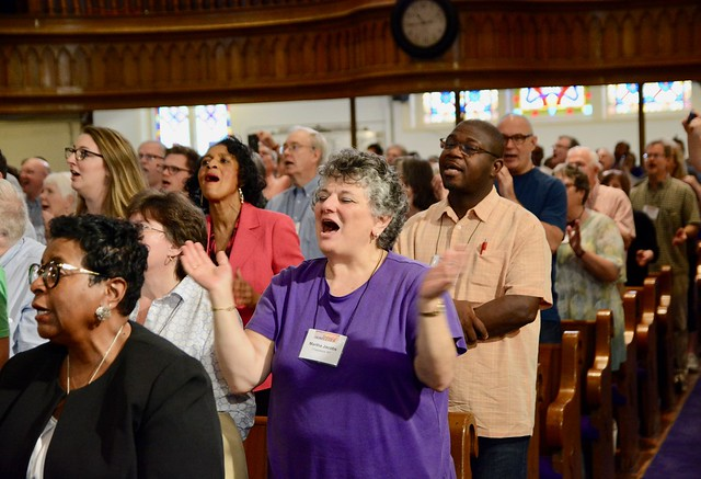 participants at the 2018 Festival of Homiletics sing and clap during a worship service